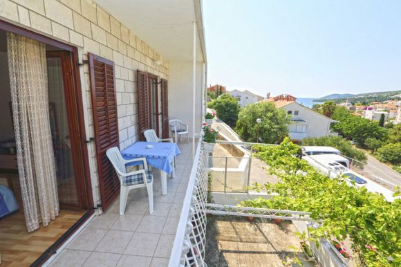 Beautiful apartment for 4 persons in Hvar