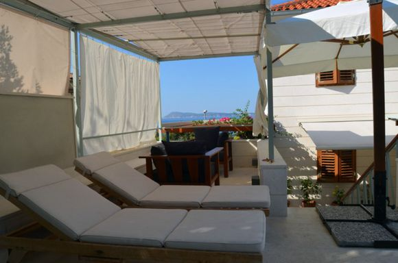 Luxury 4 person apartment in Komiza island of Vis