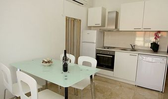 Apartment for 5 in Sutivan