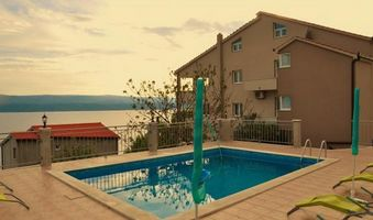 Modern Apartment with Pool for 6 person, Omis