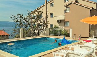 Beautiful Apartment with Pool for 5 guests in Omis