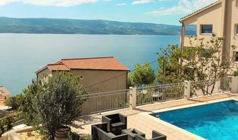 Luxury Furnished 6 person Apartment with Pool, Omis Riviera
