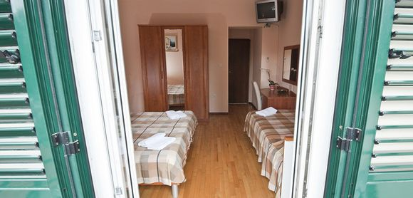 Room for 3 person in small Hotel Split